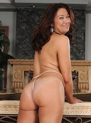 Free Mature Thong Porn Pictures