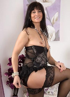 Free Mature Lingerie Porn Pictures