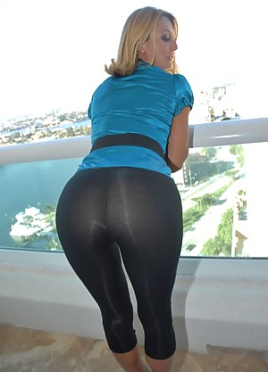 Free Mature Yoga Pants Porn Pictures