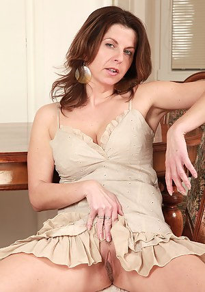 Free Mature Upskirt Porn Pictures